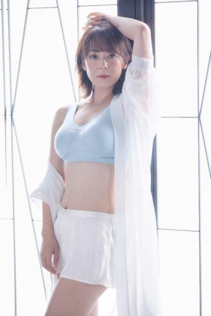 下着モデルをつとめた佐藤仁美(提供写真)