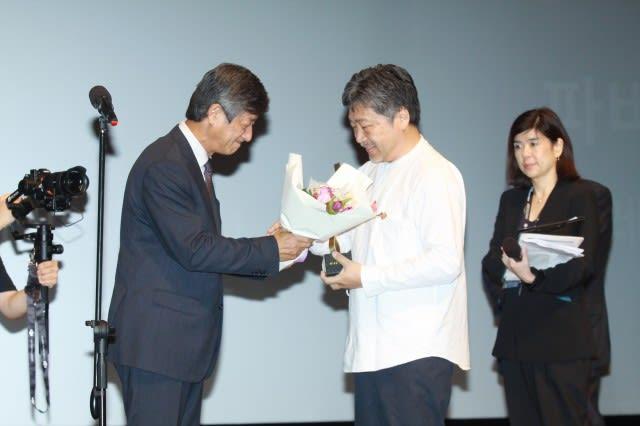 是枝監督、今年のアジア映画人賞授賞式へ「映画で繋ぐ役割担いたい」
